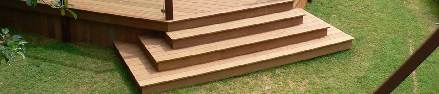 Escaleras y mamperlanes tarima de exterior tarima de for Escaleras para exteriores de madera