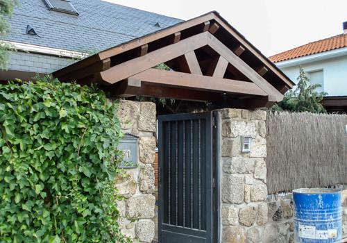 Tarima exterior madrid pergolas madera madrid porches for Marquesinas para puertas
