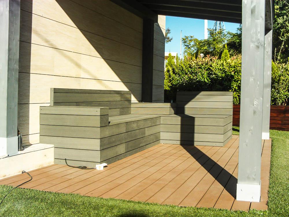 Tarima de composite en bancos escaleras jardineras - Bancos para exterior de jardin ...