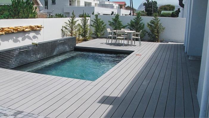 Tarima de composite en piscinas tarima de exterior - Tarima para piscinas ...