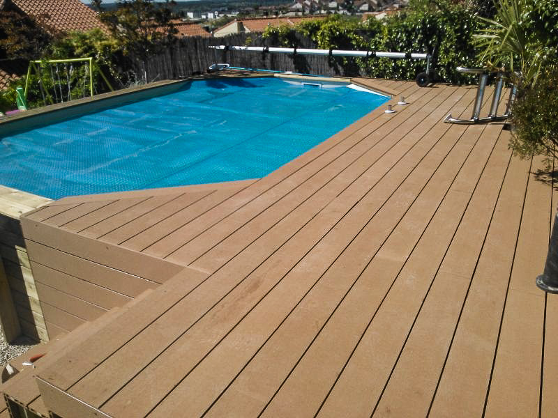 Tarima de composite en piscinas tarima de exterior for Suelo composite exterior