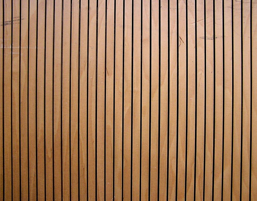 Tarima de madera en vallas tarima de exterior tarima for Tarima de madera exterior