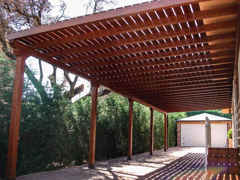 P rgolas de madera adosadas tarima de exterior tarima for Casas con cobertizos