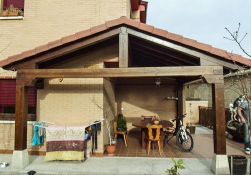 Tarima exterior madrid pergolas madera madrid porches for Tejados de madera para porches